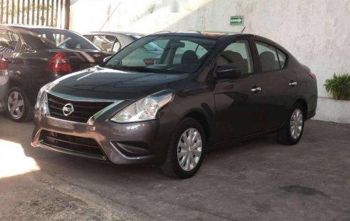 Un carro Nissan Versa 2016 en Guadalajara