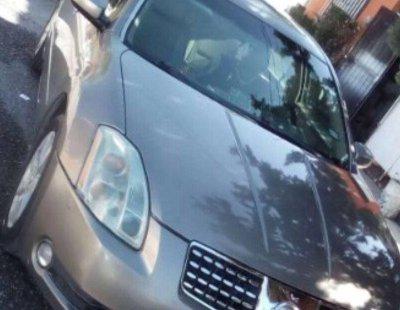 Tengo que vender mi querido Nissan Maxima 2004 en muy buena condición