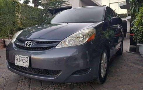 Pongo a la venta cuanto antes posible un Toyota Sienna en excelente condicción a un precio increíblemente barato