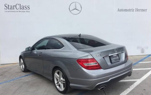Me veo obligado vender mi carro Mercedes-Benz Clase C 2014 por cuestiones económicas