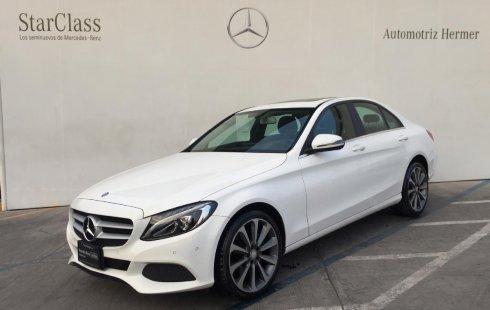 Me veo obligado vender mi carro Mercedes-Benz Clase C 2017 por cuestiones económicas