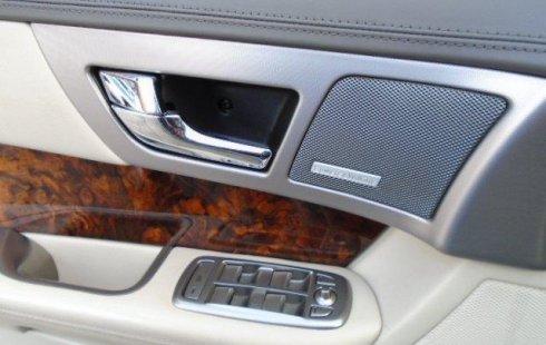 Coche impecable Jaguar XF con precio asequible