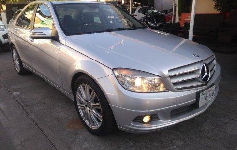 Me veo obligado vender mi carro Mercedes-Benz Clase C 2010 por cuestiones económicas