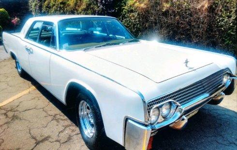 Vendo un Lincoln Continental impecable