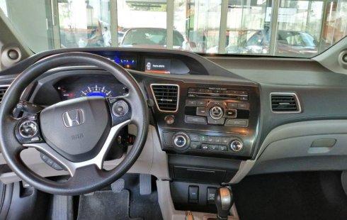Un carro Honda Civic 2013 en Iztacalco
