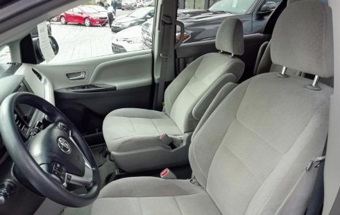 Toyota Sienna 2015 impecable