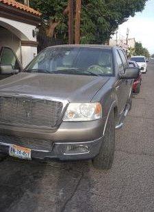 Vendo un carro Ford F-150 2004 excelente, llámama para verlo
