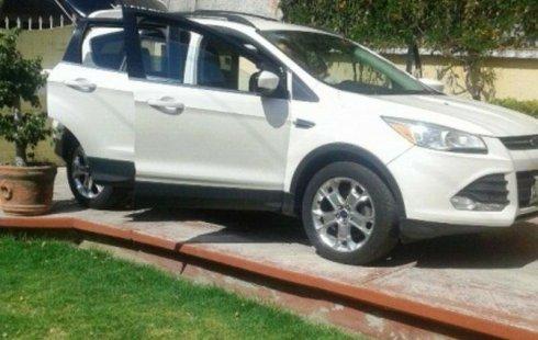 Pongo a la venta cuanto antes posible un Ford Escape en excelente condicción a un precio increíblemente barato