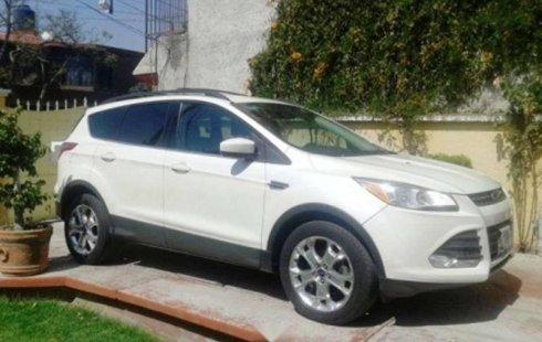 Un carro Ford Escape 2013 en Cuautitlán Izcalli