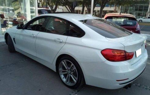 Carro BMW Serie 4 2017 de único propietario en buen estado