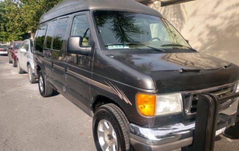 Me veo obligado vender mi carro Ford Econoline 2004 por cuestiones económicas