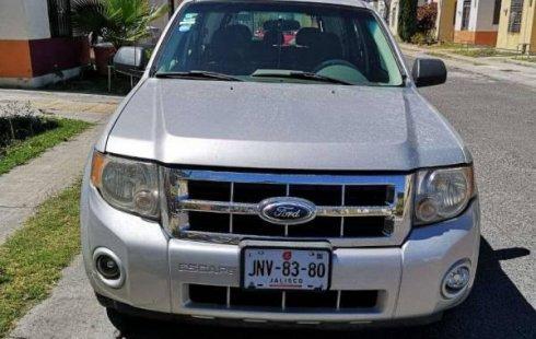 Un Ford Escape 2008 impecable te está esperando