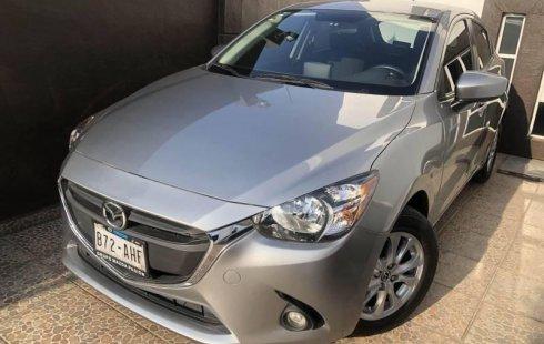 Quiero vender un Mazda 2 en buena condicción