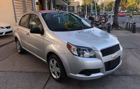 Carro Chevrolet Aveo 2017 de único propietario en buen estado
