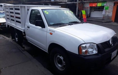 Me veo obligado vender mi carro Nissan NP300 2014 por cuestiones económicas