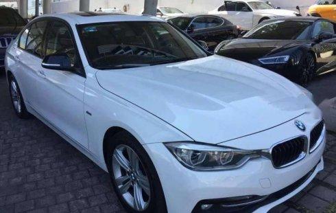 Un carro BMW Serie 3 2017 en Zapopan
