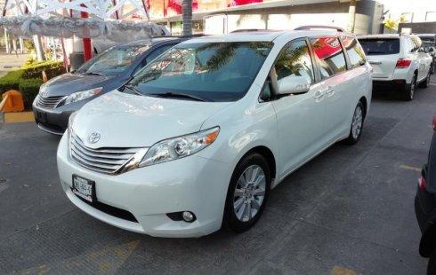 Me veo obligado vender mi carro Toyota Sienna 2013 por cuestiones económicas