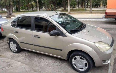 Un carro Ford Fiesta 2005 en Tonalá