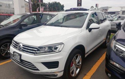 Un Volkswagen Touareg 2015 impecable te está esperando