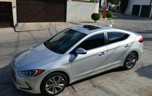 Quiero vender un Hyundai Elantra en buena condicción