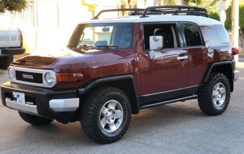 Tengo que vender mi querido Toyota FJ Cruiser 2008 en muy buena condición