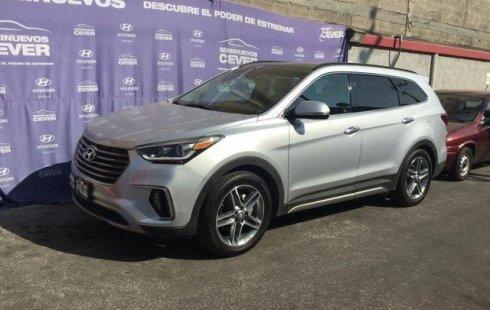 Carro Hyundai Santa Fe 2018 de único propietario en buen estado