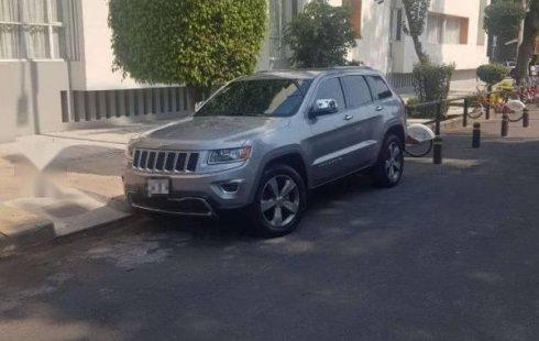 Vendo un Jeep Grand Cherokee por cuestiones económicas