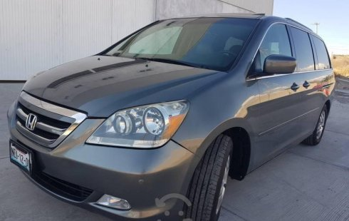 Carro Honda Odyssey 2007 de único propietario en buen estado