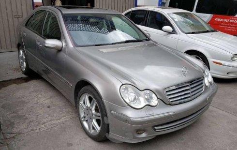Vendo un Mercedes-Benz Clase C por cuestiones económicas