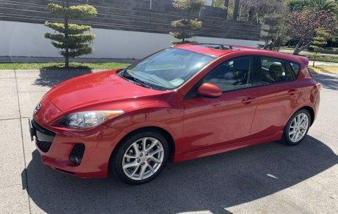 Carro Mazda 3 2012 de único propietario en buen estado