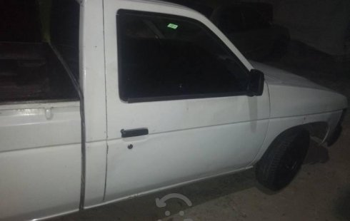 Un carro Nissan Pick Up 1997 en Guadalajara