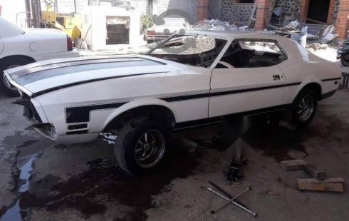 Ford Mustang impecable en Gustavo A. Madero
