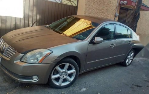Coche impecable Nissan Maxima con precio asequible