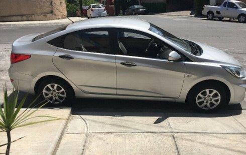 Me veo obligado vender mi carro Dodge Attitude 2013 por cuestiones económicas
