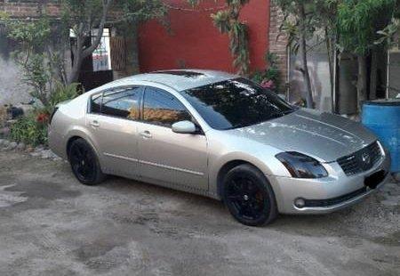 Me veo obligado vender mi carro Nissan Maxima 2004 por cuestiones económicas