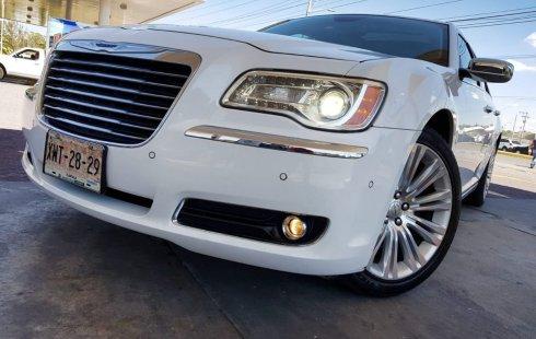 Coche impecable Chrysler 300 con precio asequible