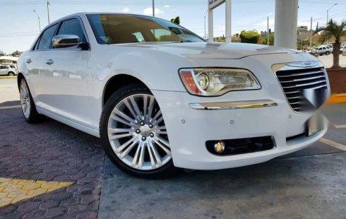 Chrysler 300 impecable en Puebla más barato imposible