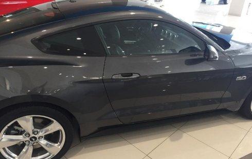 Carro Ford Mustang 2019 de único propietario en buen estado