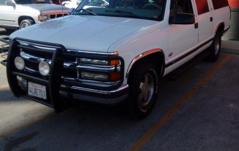 Chevrolet Suburban 1500 LT. 1997