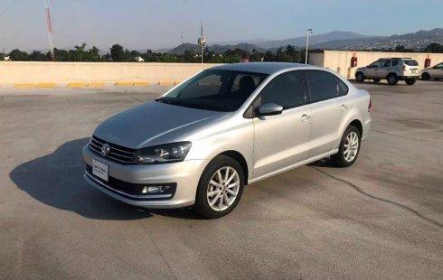 Carro Volkswagen Vento 2018 de único propietario en buen estado