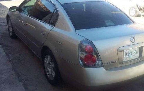 Un Nissan Altima 2005 impecable te está esperando