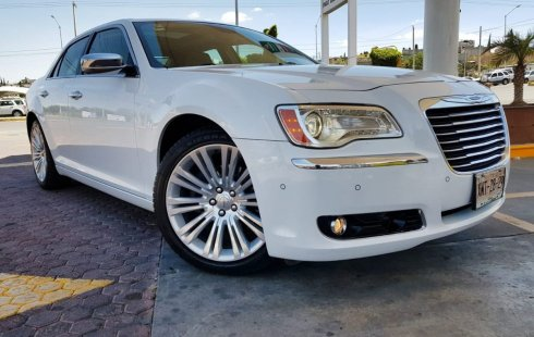 Me veo obligado vender mi carro Chrysler 300 2013 por cuestiones económicas