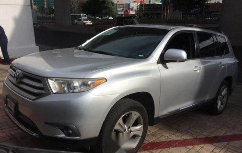 Pongo a la venta cuanto antes posible un Toyota Highlander en excelente condicción a un precio increíblemente barato