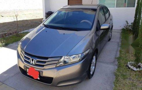 Carro Honda City 2010 de único propietario en buen estado