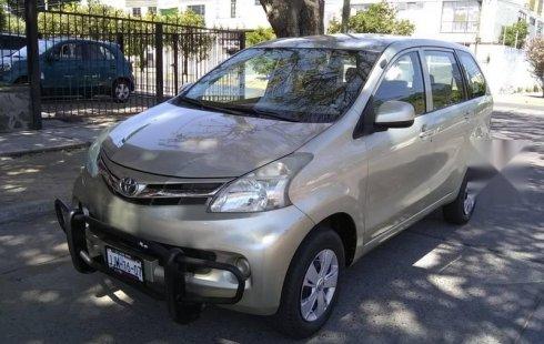 Carro Toyota Avanza 2012 de único propietario en buen estado