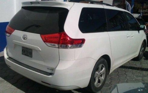 Quiero vender inmediatamente mi auto Toyota Sienna 2012 muy bien cuidado