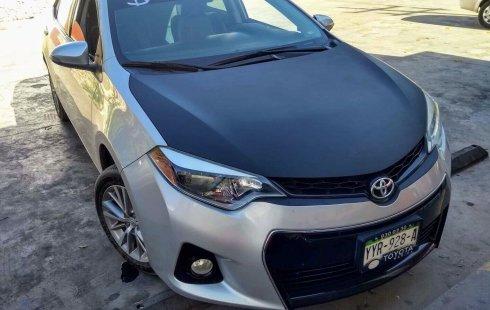 Carro Toyota Corolla 2014 de único propietario en buen estado