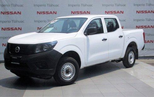 Carro Nissan NP300 2018 de único propietario en buen estado
