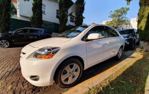 Carro Toyota Yaris 2008 de único propietario en buen estado