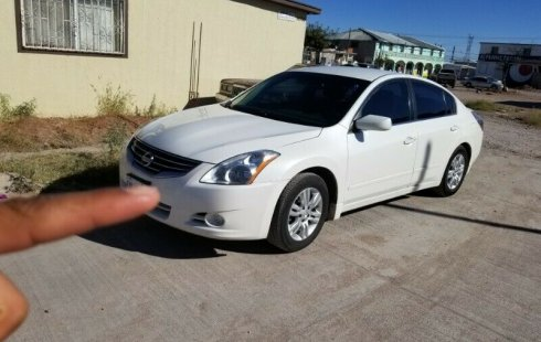 Quiero vender urgentemente mi auto Nissan Altima 2010 muy bien estado